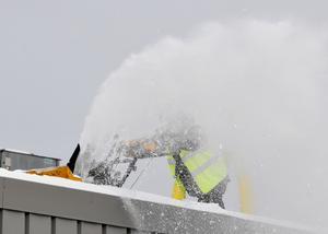 Man ska vara vaksam på snömängden på taket.