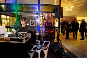 I somras spelade Jeanette Lindström på Storsjöyran, men i går spelade hon bara andras musik, som dj i puben på Clarion grand hotel.