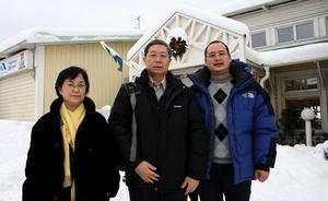 Yong Yoni Sheri, Lian Jianing och Ma Hong Chao från China association of Mayors besökte på torsdagen Samservice i Fränsta för att lära sig mer om Samsevice och för att ta med sig modellen hem till Kina.