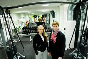"""Övervakningskameror i gymmet under de obemannade timmarna skulle vara förebyggande, konstaterar Stina Bergstrand och Frida Stein som driver Fristilen och nu funderar på att lämna in en ny ansökan. """"Syftet är att medlemmarna ska känna sig trygga i lokalen"""", säger Frida Stein.Foto: Ulrika Andersson"""