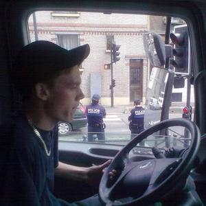 I Paris med två poliser jämte mig.