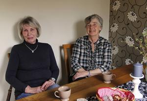 Monica Wahlström och Ingalill Olsson lärde känna varandra när de bodde grannnar för 52 år sedan. Sedan dess håller de i hop i vått och torrt.