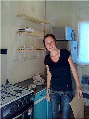 Ida Hermansson bor fyra mil från senaste skalvets epicentrum. Hela grannbyn är förstörd.