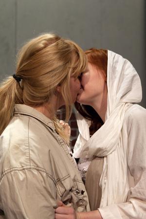 I världens mest kända kärlekspjäs är kyssen central.