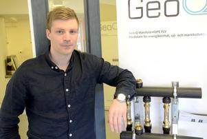 Andreas Thors är vd och ägare till företaget Rörprodukter. Han är irriterad över regeringens förslag att sänka nivån för rot-avdraget. Han tror att det kommer slå hårt mot små företag i Norrlands inland.