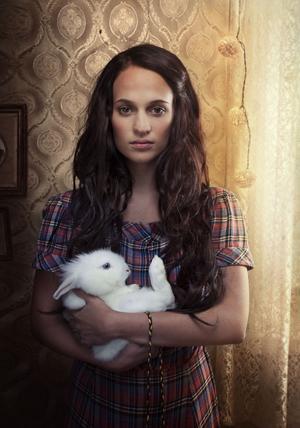 """Alicia Vikander spelar huvudrollen i """"Kronjuvelerna"""" – en utsökt vacker film."""