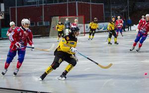 Sebastian Brandt levererade urstarkt för ÖSK Bandy mot Gustavsberg.