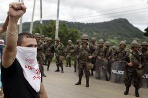 Protesterna  mot statskuppen i Honduras  har varit lama, och inga konkreta åtgärder har vidtagits för att återinföra demokratin.