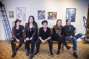 På långfredagen drar vernissagen i gång. Marie Olskims Lusth, Christine Linde, Maria Norén, Karin Li och Alice Nilsson är kvinnorna bakom utställningen.