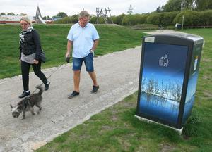 Ulla Norman-Persson och Per-Olof Persson tycker att de nya tunnorna verkar vara bra.