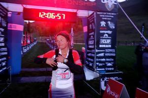 Emelie Forsberg efter målgång i hennes längsta tävling dittills. Drygt 12 timmar tog 10-milsloppet i Vail för drygt två veckor sedan.Foto: www.irunfar.com
