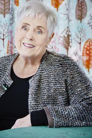 Elsie Johansson kommer under tisdagen till Hulån och Vansbro föreläsningsförening.