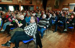 Det var närmare 200 personer som bänkade sig vid det kombinerade informations- och protestmötet mot planerna på att bryta uran i gigantisk skala i Oviken.
