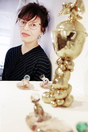 I den här utställningen har jag funderat på vad jag vill ha för saker hemma hos mig, säger Ulla Gustavsson.