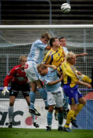 Högt upp i det himmelsblå. Efter 5-0-seger mot Assyriska tog GIF mark igen med en duns efter 2-6 på Malmö Stadion. Efter en timmes spel orkade inte gästande Patrik Eriksson-Ohlsson och Elias Storm stå emot MFF.