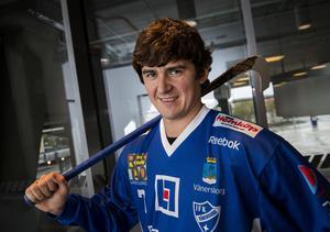 Efter en säsong i Sverige har Sergej Lomanov skrivit tvåårskontrakt med moderklubben Jenisej.