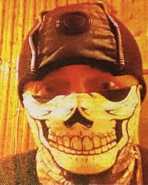 Polisen har inte lyckats identifiera tjuvligans chef i Litauen, men tror att den här bilden som hittades i 22-åringens mobiltelefon, föreställer honom.