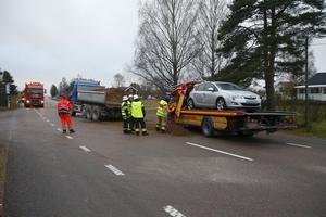 Bärgningsbilen som var inblandad i olyckan hade en personbil på flaket.