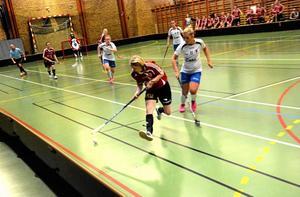 Flygande start. I nära åtta minuter höll Kopparberg nollan mot gästande Kumla i damernas division 3. Kumla segrade med 11–04 även om Kopparberg knappade in och vann sista perioden.
