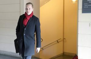 SDU-ledaren Gustav Kasselstrand är på väg ut i kylan.