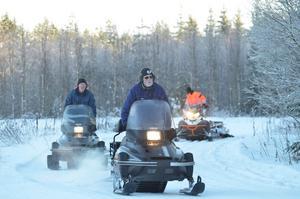 Spårare. Nils-Gunnar Larsson, Östen Eklöf och Per Höglund, på väg att spåra Digerberget runt, sju kilometer, helt idellt.