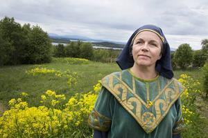 Annika Paulsson Björmo i rollen som Uann, Arnljots mamma.