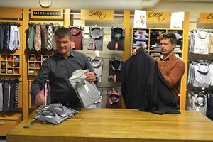Bröderna Mats och Magnus Gustafsson tog över pappa Berts herrekipering. Affären har ytterligare två anställda och två som jobbar extra.