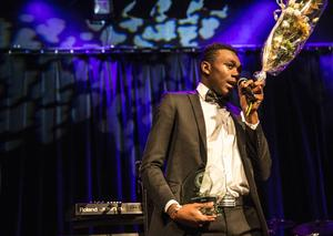 Grace Tanda fick hämta Modou Barrows pris som årets herrsenior.