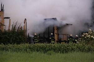 Brandmännen hade ingen möjlighet att rädda den person som befann sig inne i huset.