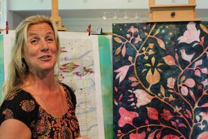 Ovant. Konstnärinnan Jonna Jakobsson öppnade upp sin privata ateljé för första gången. Foto: Maria Askerfjord Sundeby