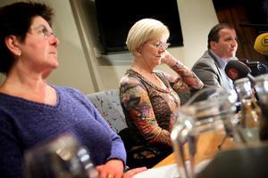 Wanja Lundby-Wedin tillsammans med Kommunals ordföreande Ylva Thörn och Metalls Stefan Löfven. Lundby-Wedin sitter kvar som LO-ordförande efter att ha fått stöd av en enig styrelse.
