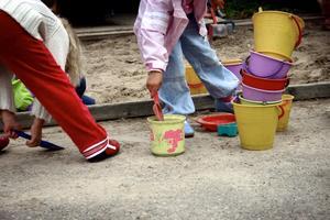 Annelie Andersson och sju av hennes bekanta har fått samma besked: vill ni ha barnomsorg efter nyår så finns det bara plats på förskolan i Ekeby.