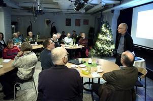 Ett 25-tal åhörare lyssnade till Mats Bäck som är energi och klimatstrateg på Länsstyrelsen.