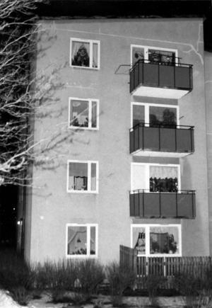I en lägenhet i det här flervåningshuset på Brynäs utspelade sig det dödliga dramat.