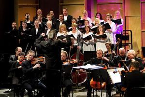 Tv- och datorspelsmusiken är helt symfonisk och står mycket väl för sig själv utan virtuella fantasivärldar. Nordiska Kammarorkestern och Vox Viva lyckliggjorde en flergenerationspublik i Tonhallen i går med musikpärlor från 25 år av spelhistoria.
