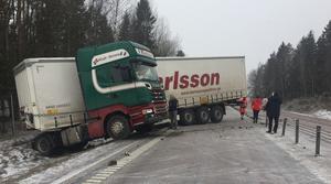 Olyckan mellan trafikplatserna Eriksberg och Västjädra klockan nio på tisdagsförmiddagen.