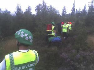Räddningsmanskap på väg vid flygplansolyckan som inträffade väster om Djura. Foto: Johan Larsson