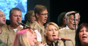 För första gången gör Söderhamns gospelkör en föreställning med kostym och lite handling. De berättar gospelns historia.