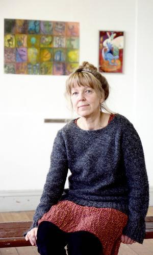 Ettapuff   Konstmöten. Maud Hedén Wikander leder Hackås bildskola som har vernissage i dag.