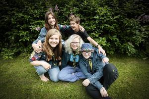 Julia Karström, Vilma Lindow, Mattias Rudebjer, Tilda Höög och Nova Hamrén åker på scoutläger till Japan.