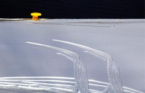 Snömodd är det värsta du kan köra i. Det går knappt att träna sig på att bli bra på det väglaget. Undvik helst att ge dig ut på vägen när det är oplogat.