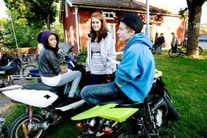Desereé Holmqvist, 15 år, Linnéa Eriksson, 15 år och Mathias Andersson, 15 år var nyfikna på den nya ungdomsgården.