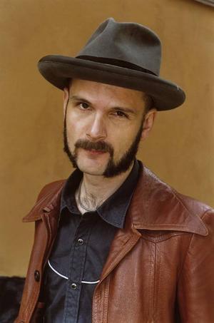 """""""Han med hatten"""". Ja, han kallas så, Lars Bygdén, kvällens förband på Spegeln."""