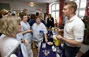 Många vårdanställda på Gävle sjukhus kom i går för att lära sig mer om sticksäkra metoder. Foto: Lars Wigert