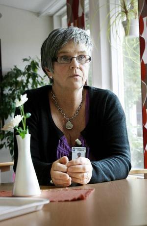 – Det känns som att det är en liten ekonomisk besparing som drabbar de boende hårt, säger undersköterskan Ewa Hellström.