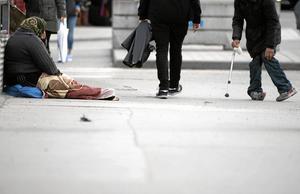 Bättre än Rumänien. Rumänska myndigheter kan vräka romer från deras bostäder och skicka dem till soptippar. Då kan alternativet att tigga i Sverige vara bättre – eller mindre dåligt. Arkivfoto: Fredrik Sandberg/TT