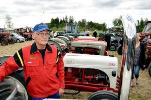 Bertil Andersson är Fordentusiast. - Pappa hade Fordtraktorer så jag är uppväxt med märket, säger han. På gården utanför Arboga har han 18 Fordar plus några bastarder av annat fabrikat.