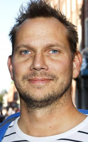 Jon Lovén, 32 år, Östersund:   – Nej det gör jag inte. Jag tycker de är otäcka. Det är hur de ser ut. Men jag äter surströmming. Det har jag gjort sedan jag var liten, man är inlärd.