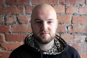 2 Johan Alander släpper ny fullängdare - jämtar är lika bra på att rappa som hårda killar från Folkungagatan och Bronx.