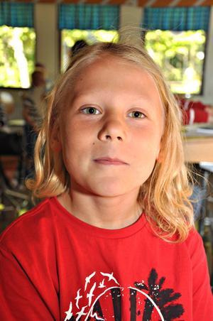 Linus Wahlund, 9 år, klass 3:– Det är tråkigt. Nu får vi ju läxor igen. Fast det är kul att träffa kompisarna.